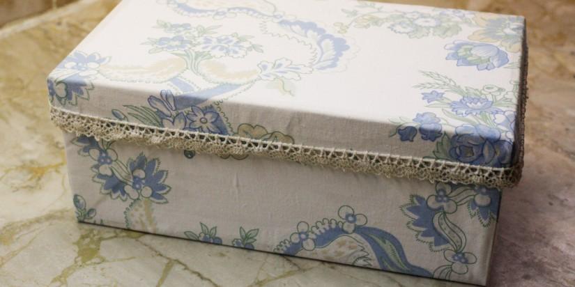 Ένα κουτί από παλιά μαξιλαροθήκη!