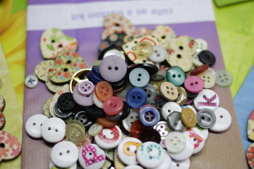 Πολλά, πολύχρωμα και χαρούμενα κουμπάκια <3