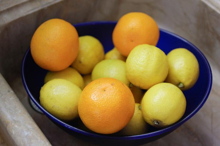 13 λεμόνια και 2 πορτοκάλια
