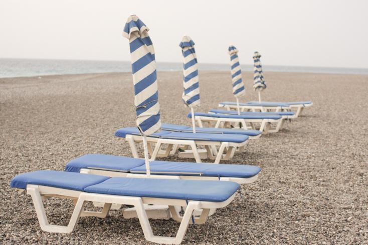 Αν σε βρει το απόγευμα στην παραλία, καλό είναι να είσαι οργανωμένη!