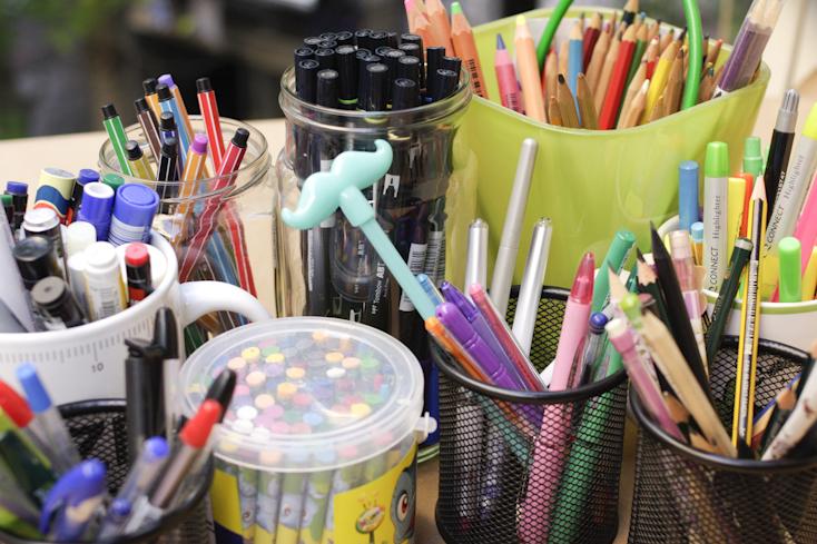 Η πολύχρωμη συλλογή μου από μολύβια, ξυλομπογιές, μαρκαδοράκια και κηρομπογιές