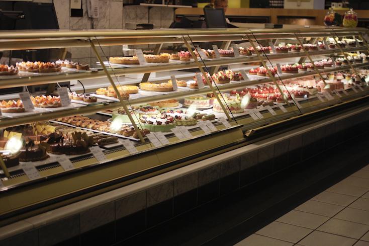KaDeWe: Δεν αντιστάθηκα στις ατελείωτες βιτρίνες με τα γλυκά του