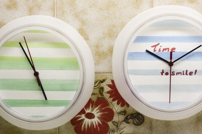Ρολόγια τοίχου με νερομπογιές
