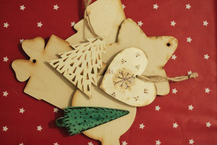 Τα ξύλινα χριστουγεννιάτικα στολίδια είναι πολύ τέλεια και πολύ φυσικά και κομψά!