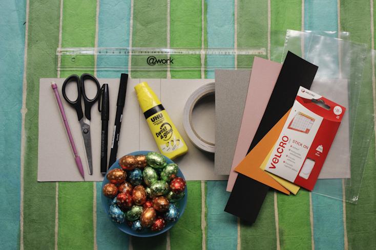 Τα υλικά και τα εργαλεία για τα σακουλάκια με τα σοκολατένια αυγουλάκια