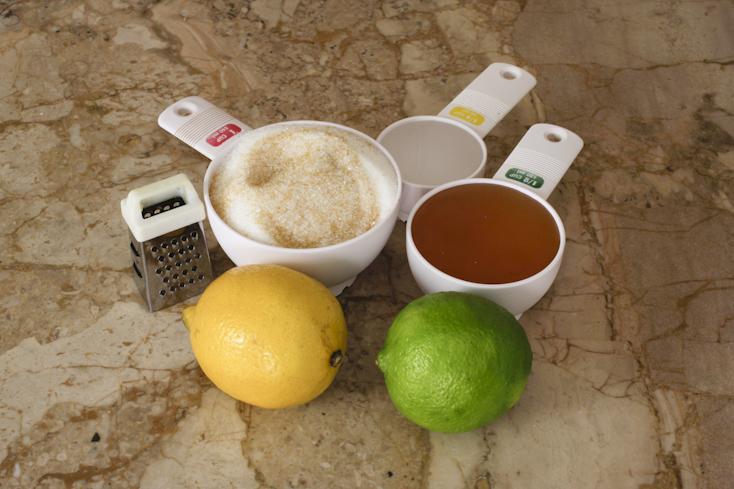 Τα υλικά για το scrub αναζωογόνησης με εσπεριδοειδή