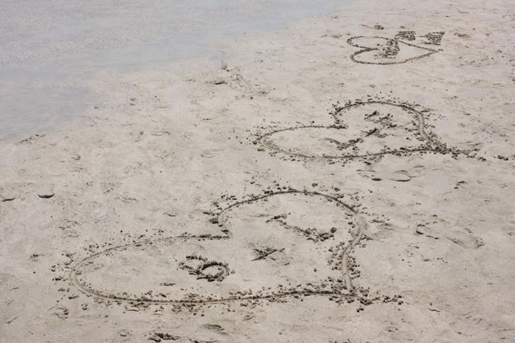 Πόση αγάπη σε αυτήν την παραλία <3