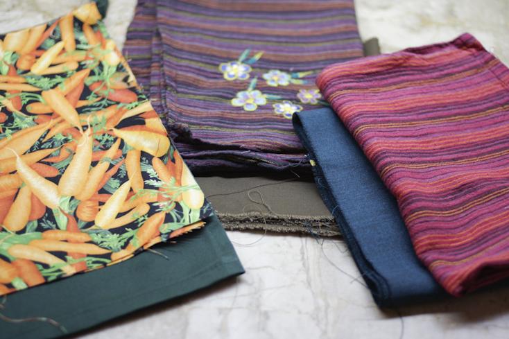 Υφάσματα από παλιά ρούχα και αντικείμενα με περίμεναν για να τα αξιοποιήσω