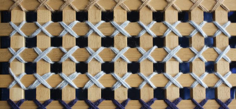 Κέντημα σε ξύλινο καλάθι αποθήκευσης